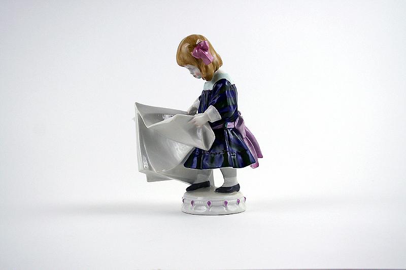 """KPM Berlin Porzellan Figur """"Lesendes Mädchen"""""""