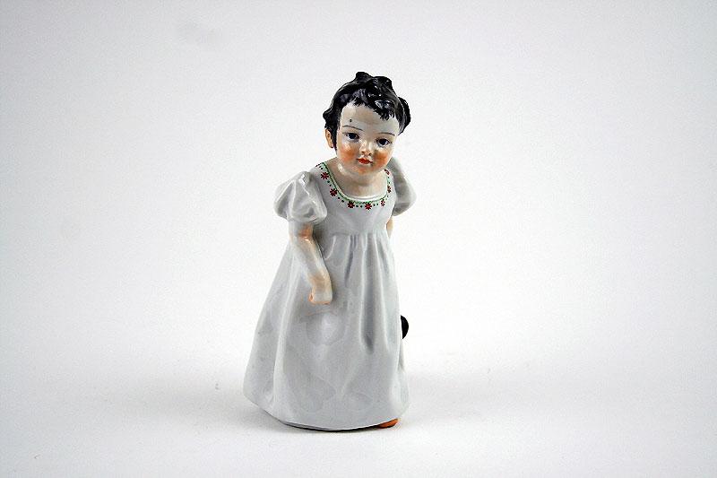 """""""Hentschel Kind"""" """"Porzellanfigur"""" """"Mädchen mit Puppe"""" """"Meissen"""""""