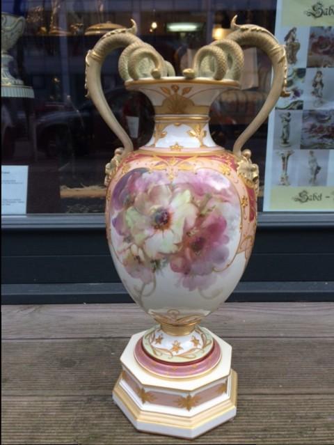 Weichmalerei Urbino-Vase mit Schlangenhenkeln