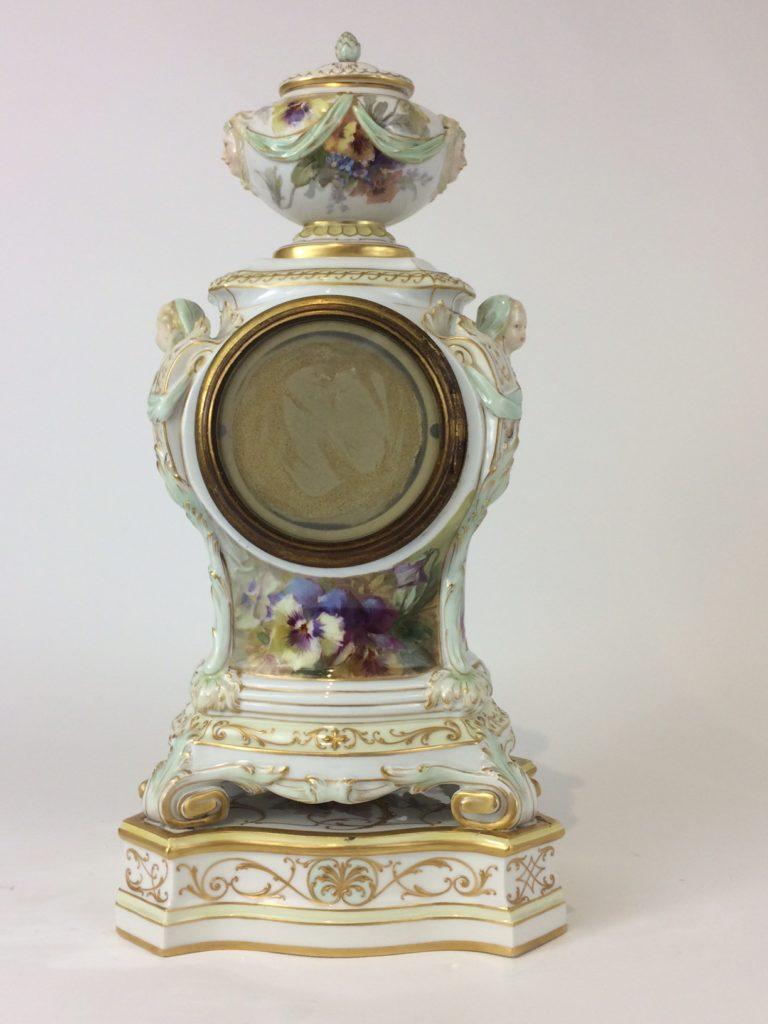 kpm berlin porzellan uhr weichmalerei reliefgold sowie goldmalerei. Black Bedroom Furniture Sets. Home Design Ideas