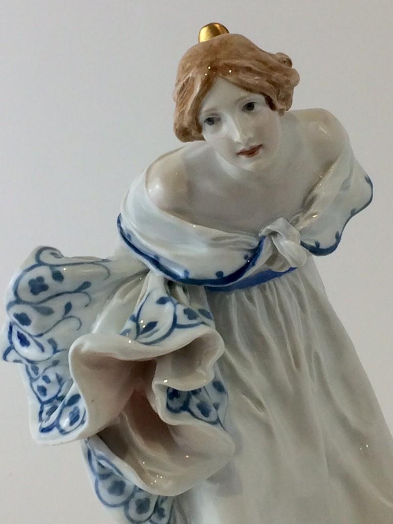"""Meissen Jugendstilfigur """"Dame im Ballkleid"""", K. Hentschel"""