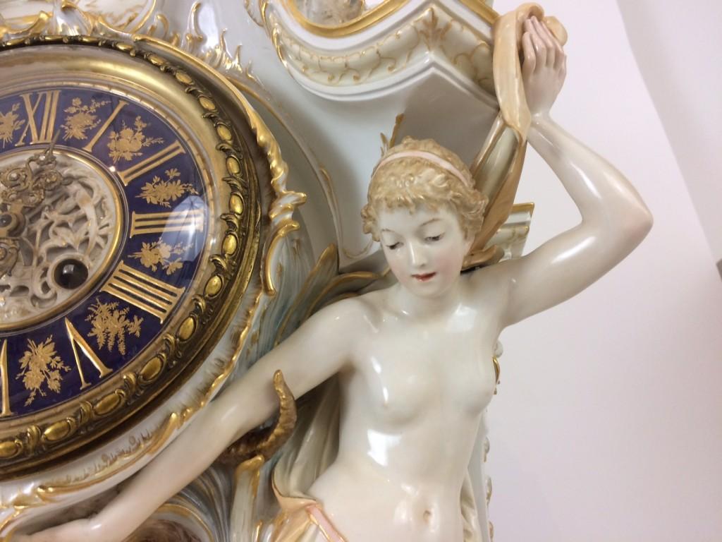 Eine prunkvolle KPM Berlin Weichmalerei Uhr