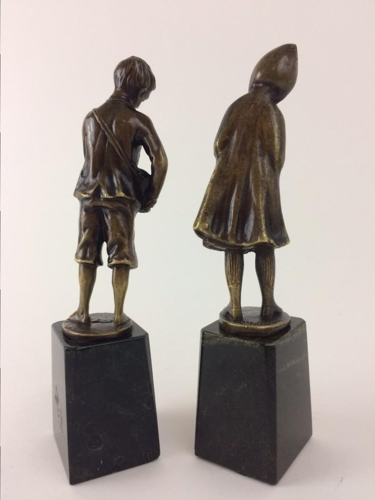 """O. Hoffman, kleines Bronzepaar """"Knabe"""" und Mädchen"""""""
