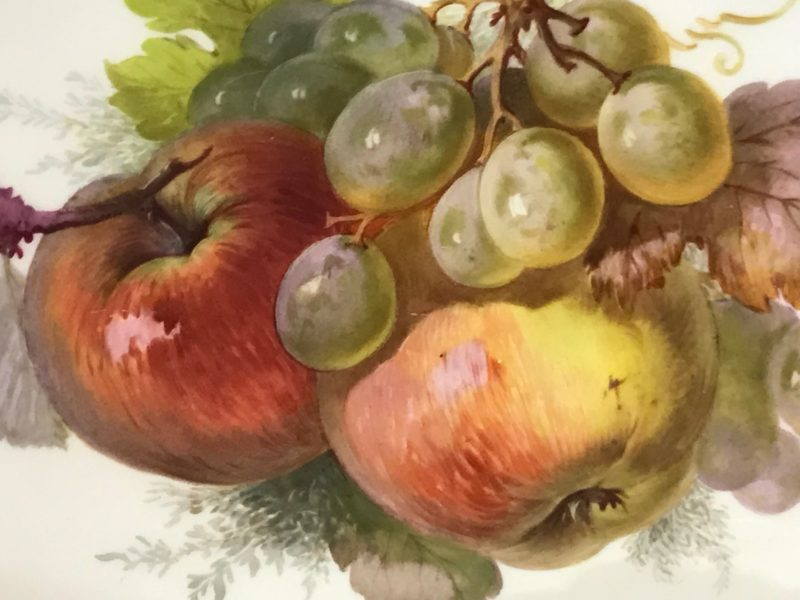 Drei ovale Schalen KPM Berlin Porzellan, Früchtemalerei und goldener Rocaillienrand