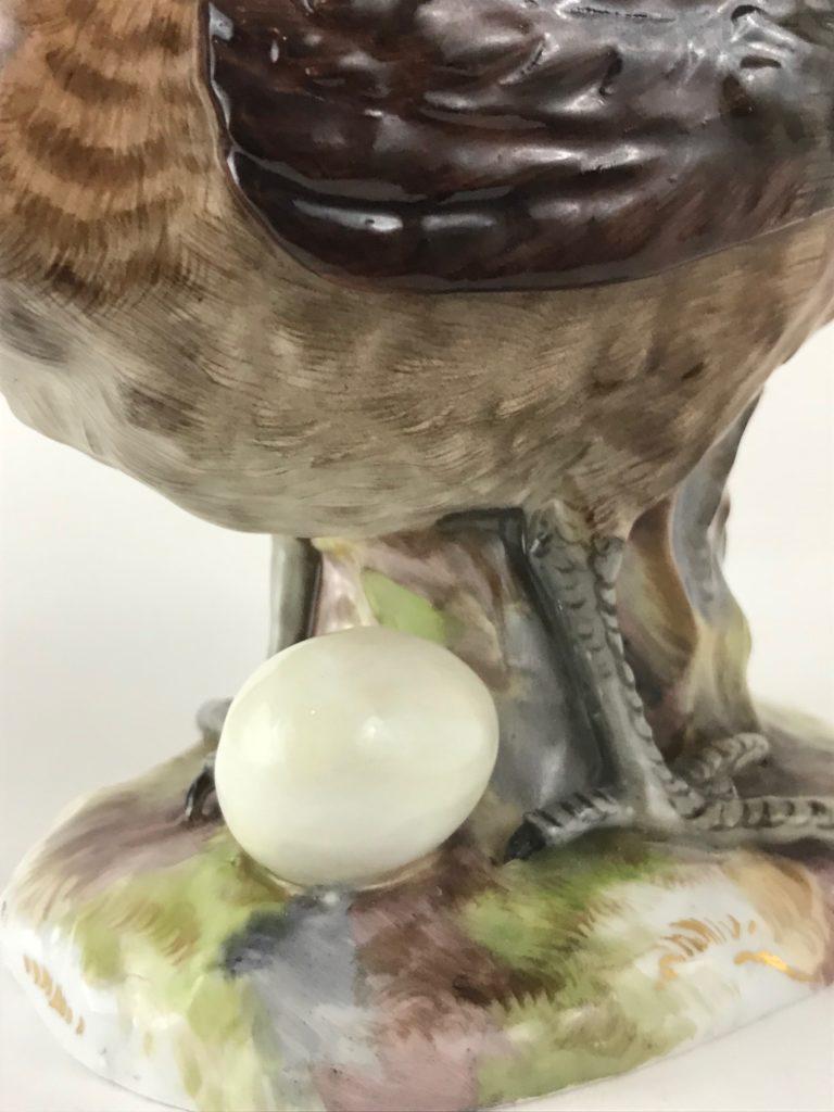 """Meissen Vogelfigur Haubenhahn mit Ei"""", J. J. Kaendler"""