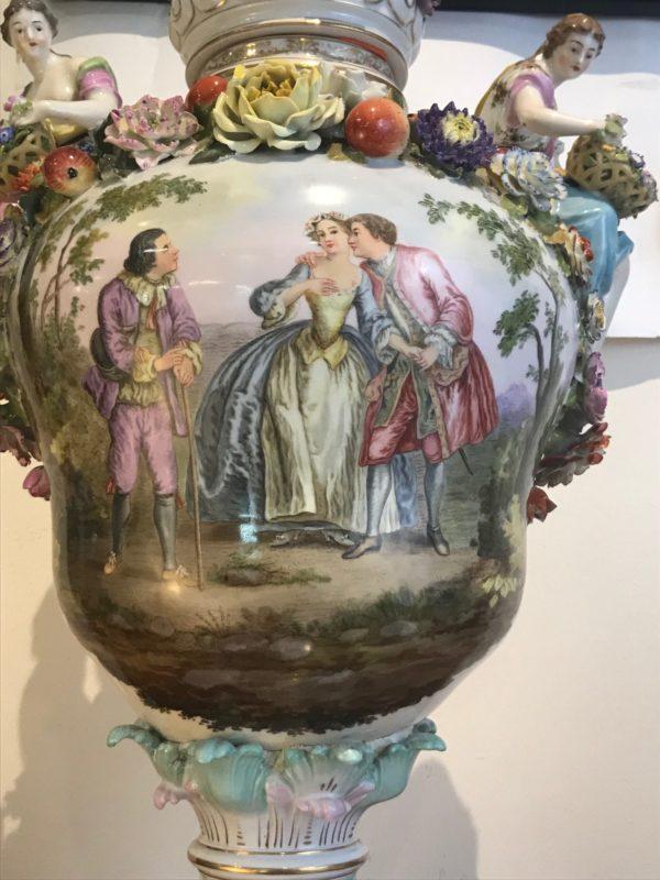 Dresden-Potschappel, monumentale Prunkvase mit Malerei nach Watteau