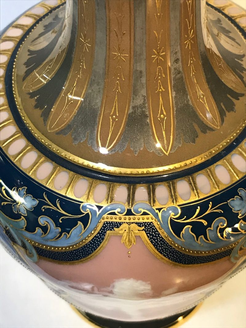 Meissen Pate-sur-Pate Vase um 1900, Emaildekor, Kobaltblaue Fond