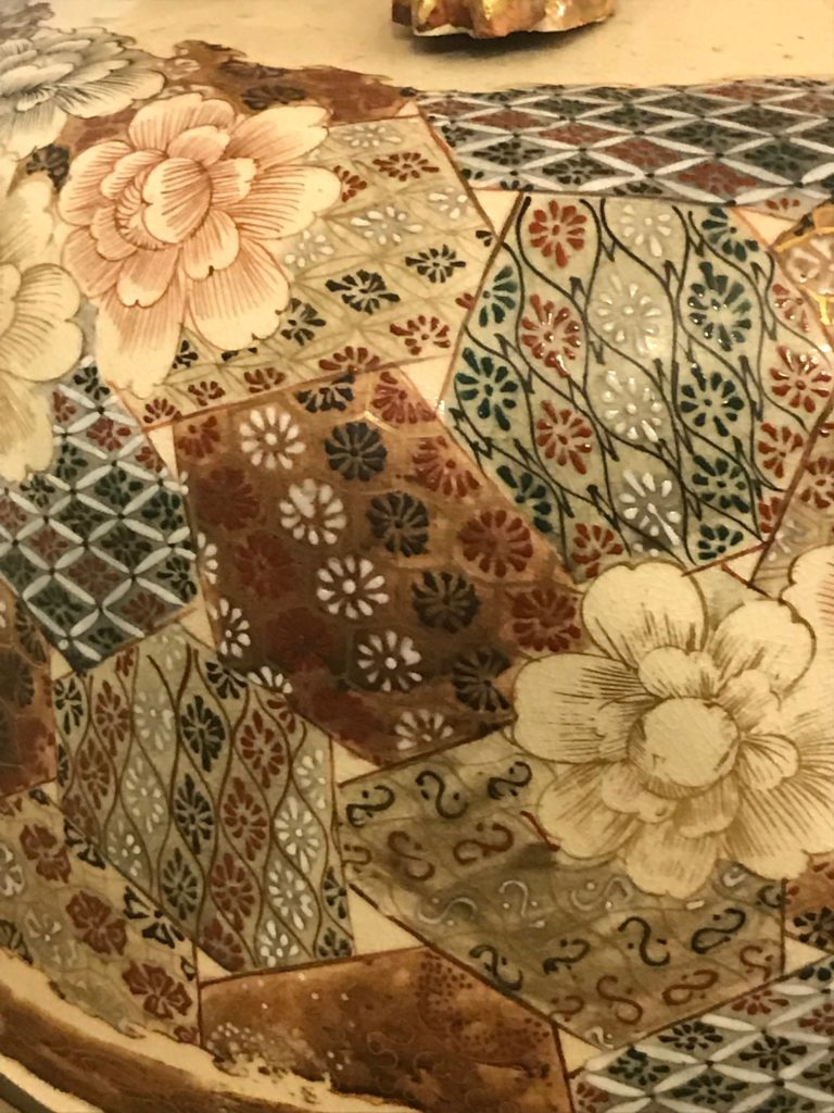 Grosse, monumentale, Bodendeckelvase, Japan, Satsuma um 1900